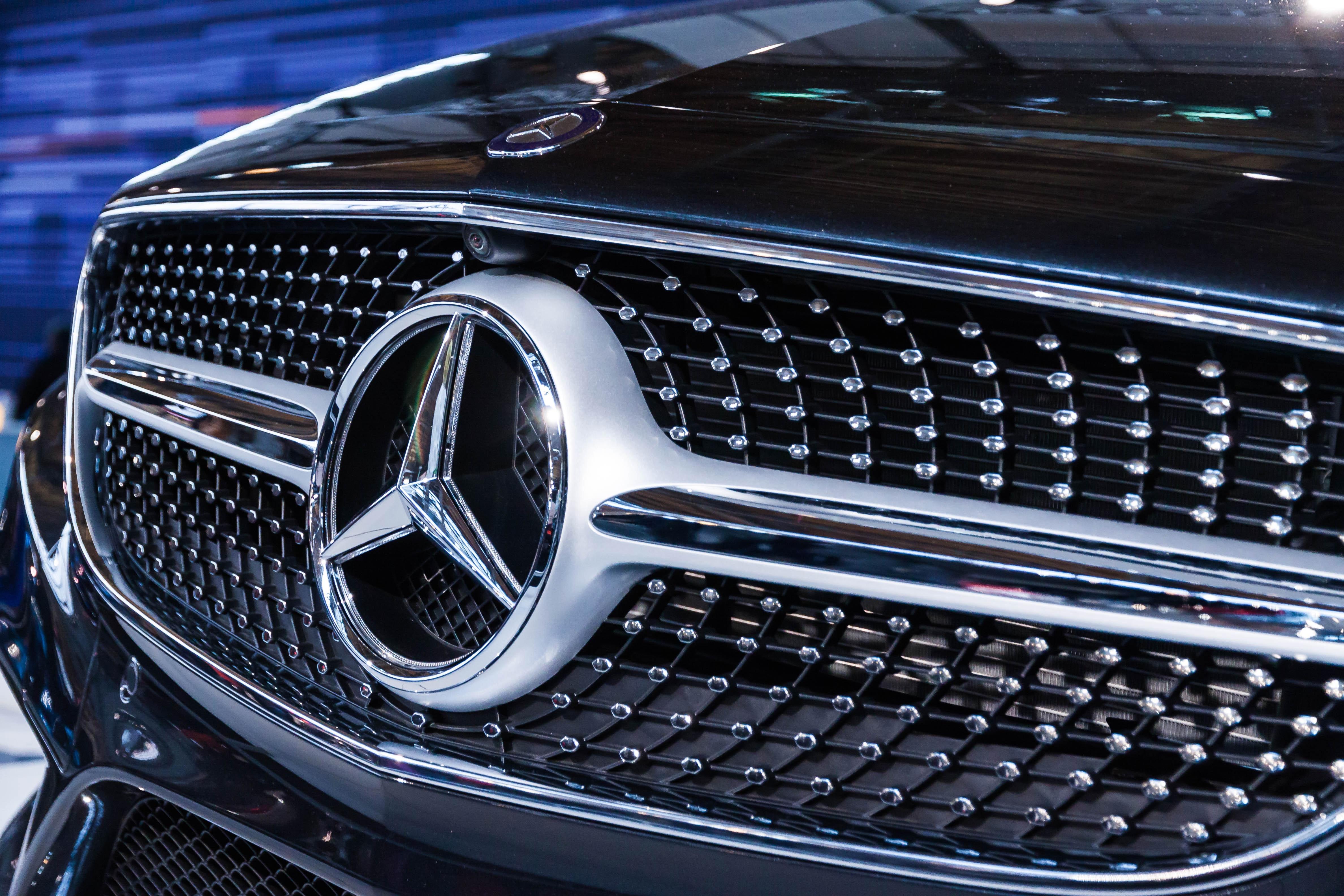 Mercedes treuddiga stjärna.